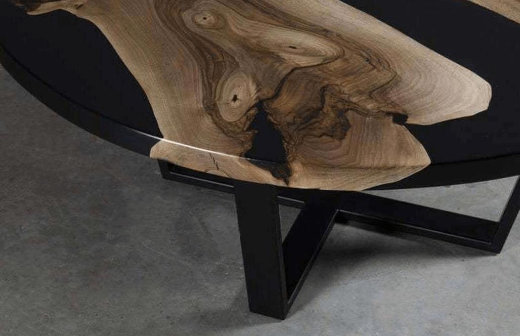 Круглый журнальный стол из дерева и эпоксидки