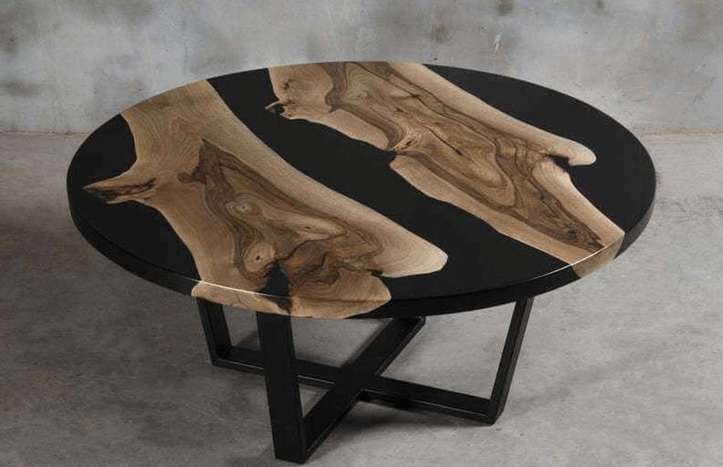 Креативный столик из эпоксидки с черной заливкой