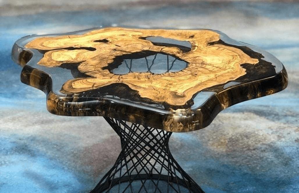 Журнальный столик из оливы и эпоксидной смолы