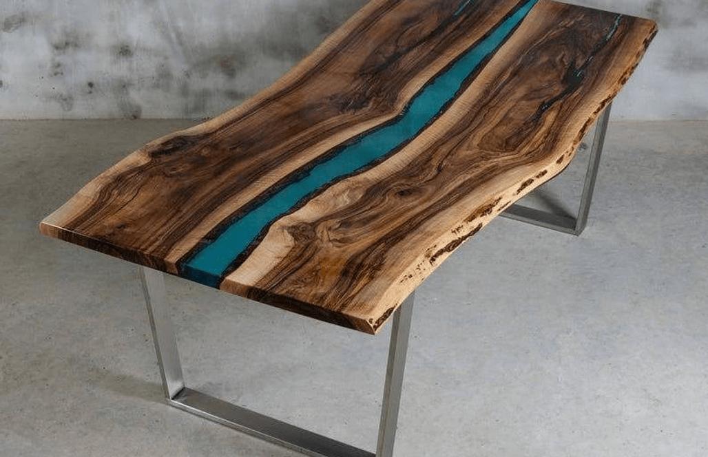 Дизайнерский стол из дерева и эпоксидки