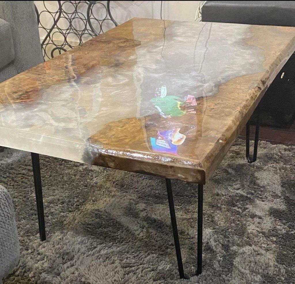 Журнальный стол с эпоксидной смолой