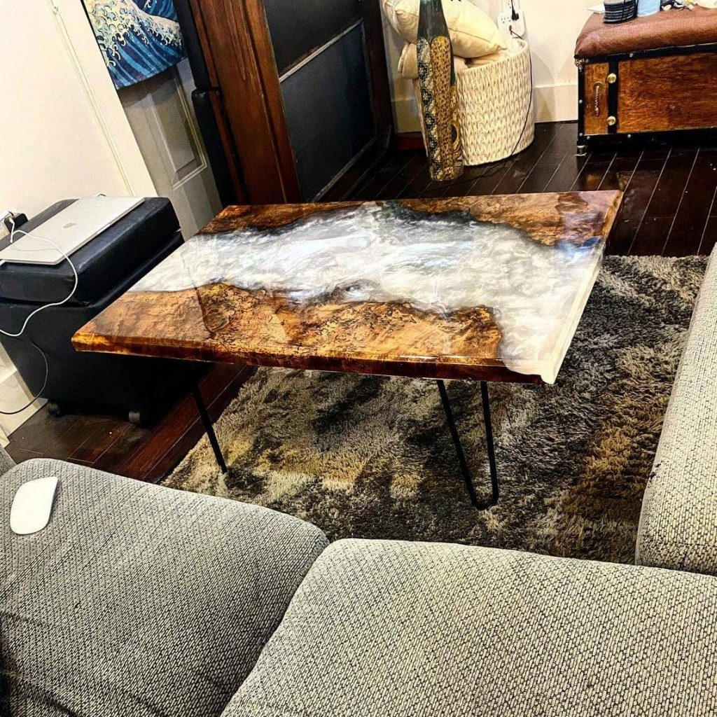 Журнальный столик с перламутровой заливкой