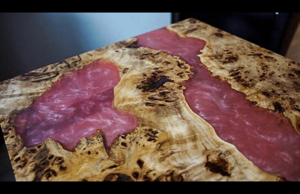Журнальный столик из эпоксидки и капового вяза