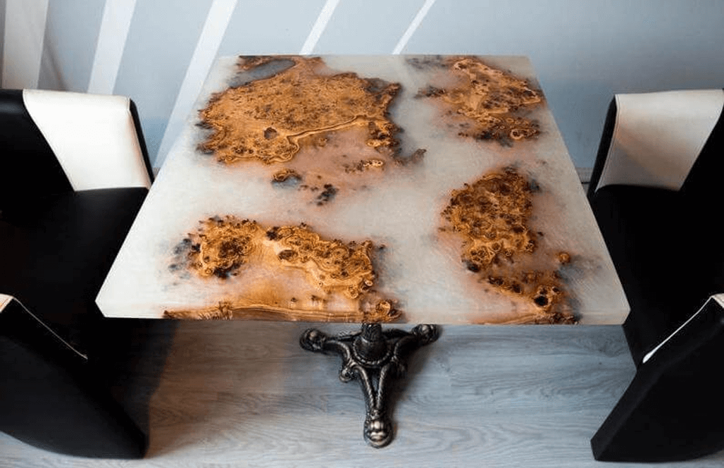 Креативный стол для дома из эпоксидки
