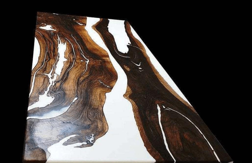 Дизайнерская столешница из эпоксидной смолы и дерева