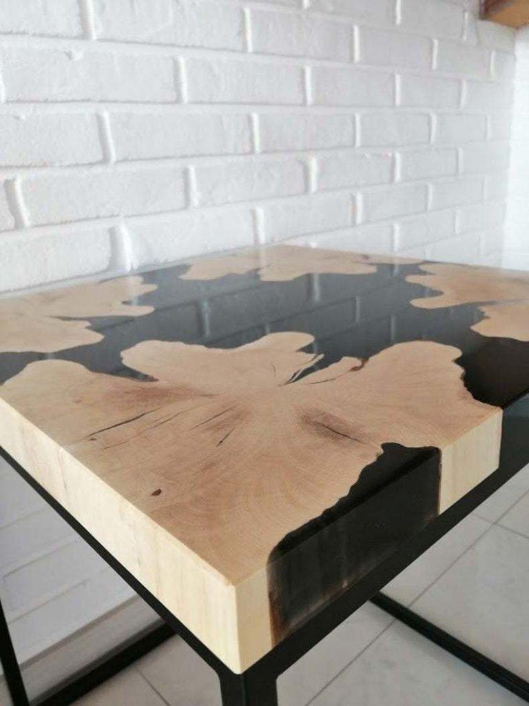 Креативный журнальный столик с черной заливкой