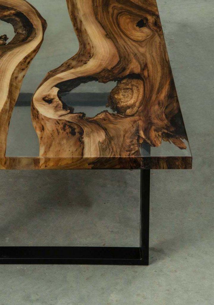 Прямоугольный журнальный столик из дерева и эпоксидки