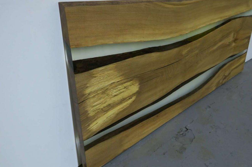 Дизайнерская столешница из дерева и эпоксидной смолы