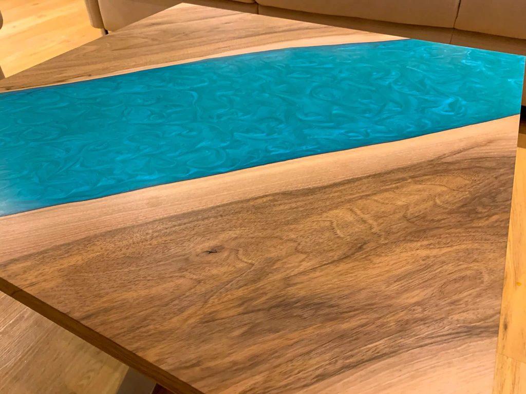 Уютный столик из эпоксидки