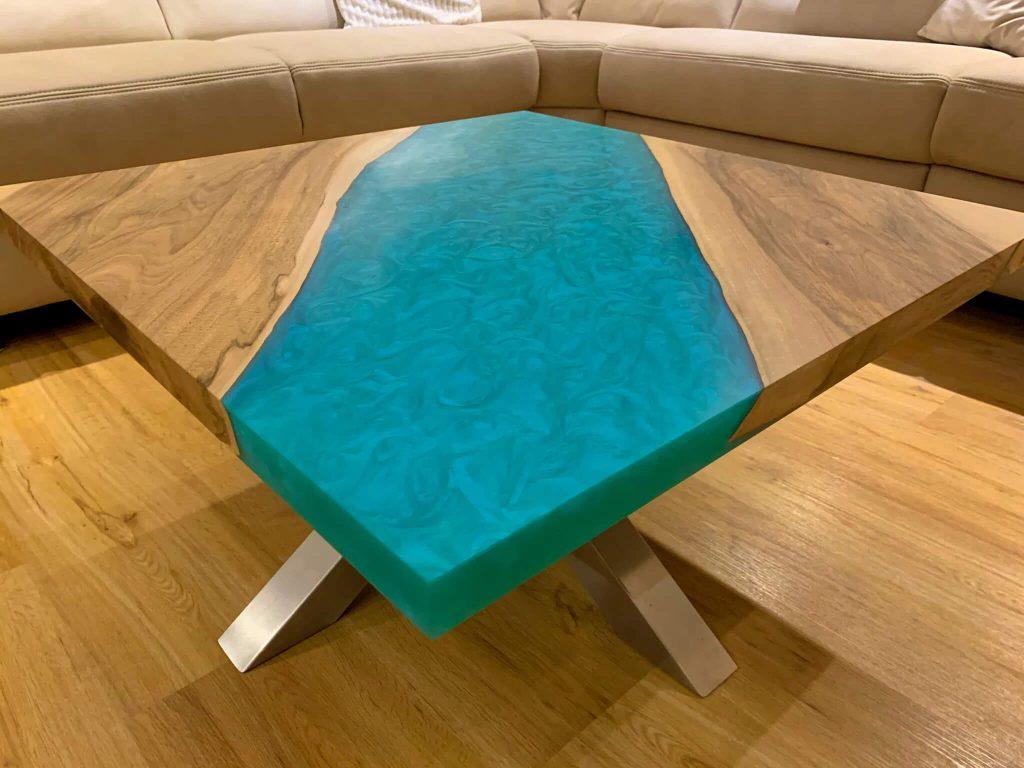 Дизайнерский столик с синей заливкой от AceWood