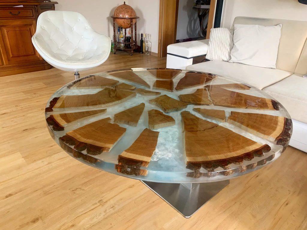 Журнальный столик с прозрачной заливкой из эпоксидки