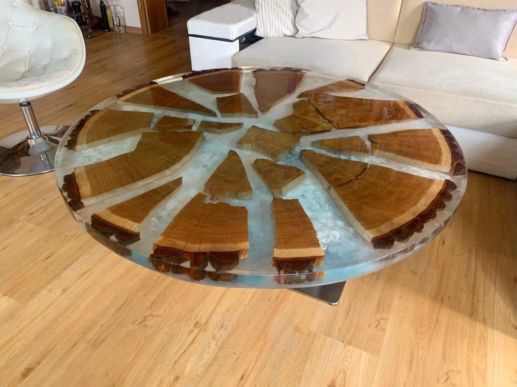 Уникальный журнальный столик из эпоксидной смолы и дерева