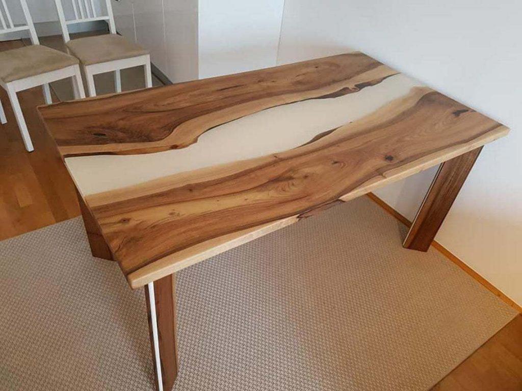Креативный обеденный стол на кухню из эпоксидки