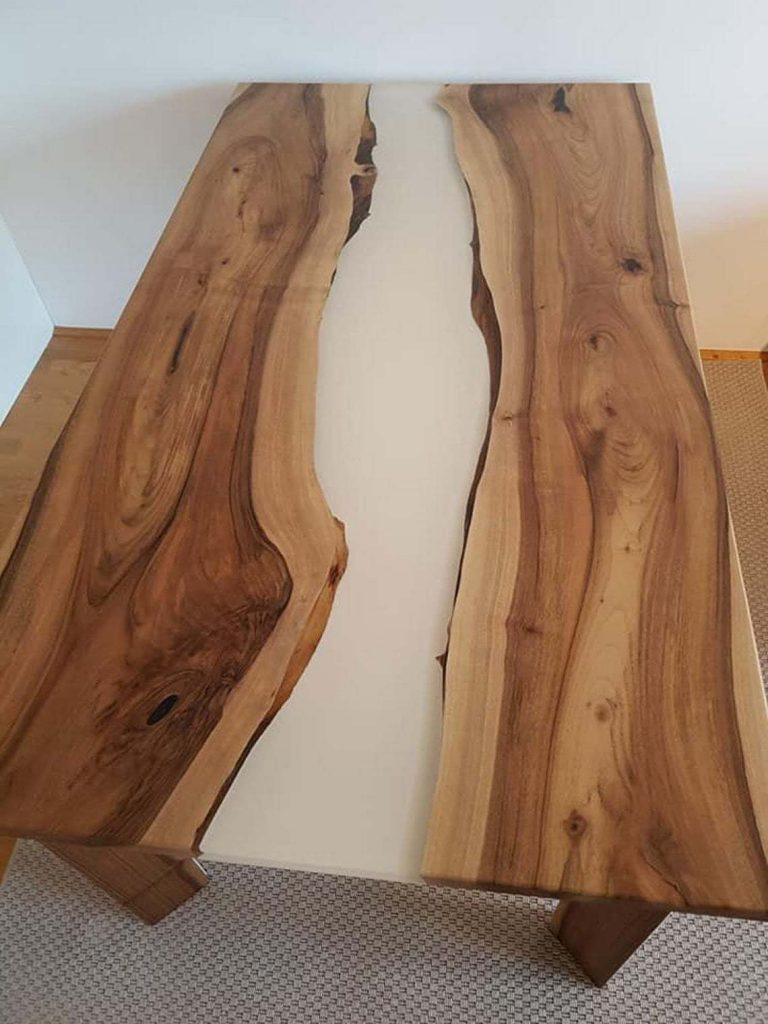 Обеденый стол для всей семьи из дерева и эпоксидки