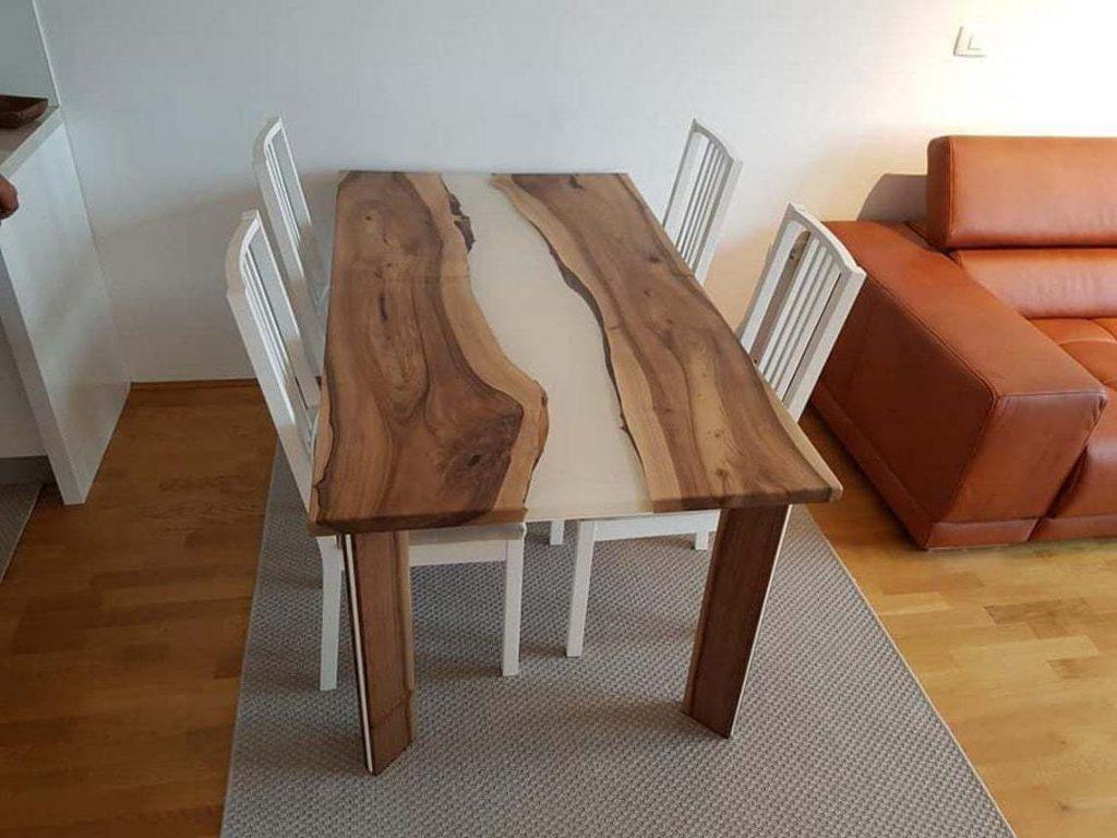 Обеденый стол с белой заливкой