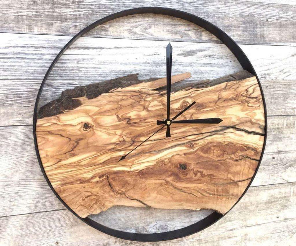 Часы из эпоксидной смолы с прозрачной заливкой