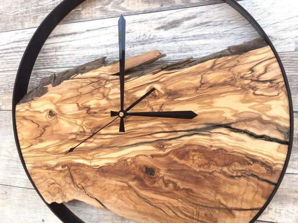 Часы из эпоксидной смолы и дерева