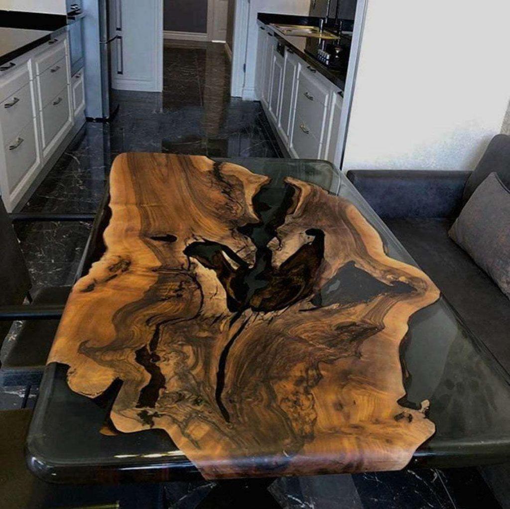 Обеденный стол из эпоксидки с прозрачной заливкой