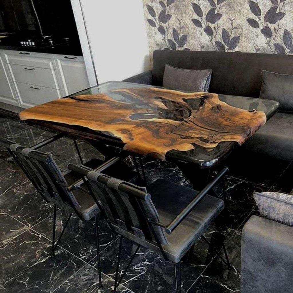 Обеденный стол из ореха и эпоксидки