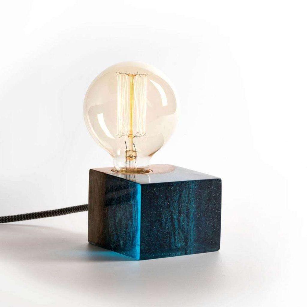 Эксклюзивный светильник из эпоксидки и дерева