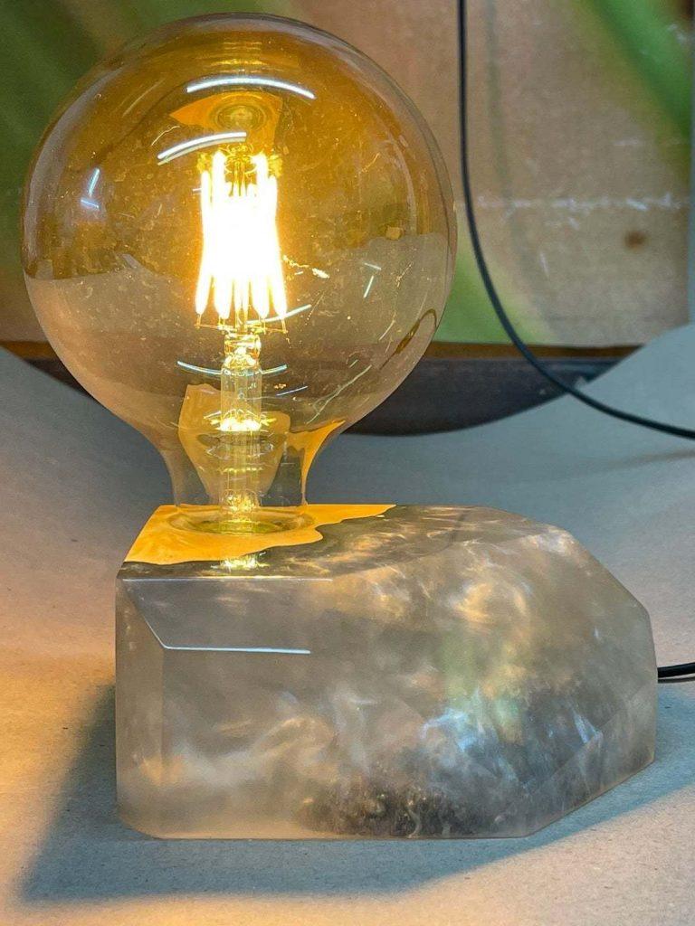 Дизайнерская лампа из эпоксидной смолы