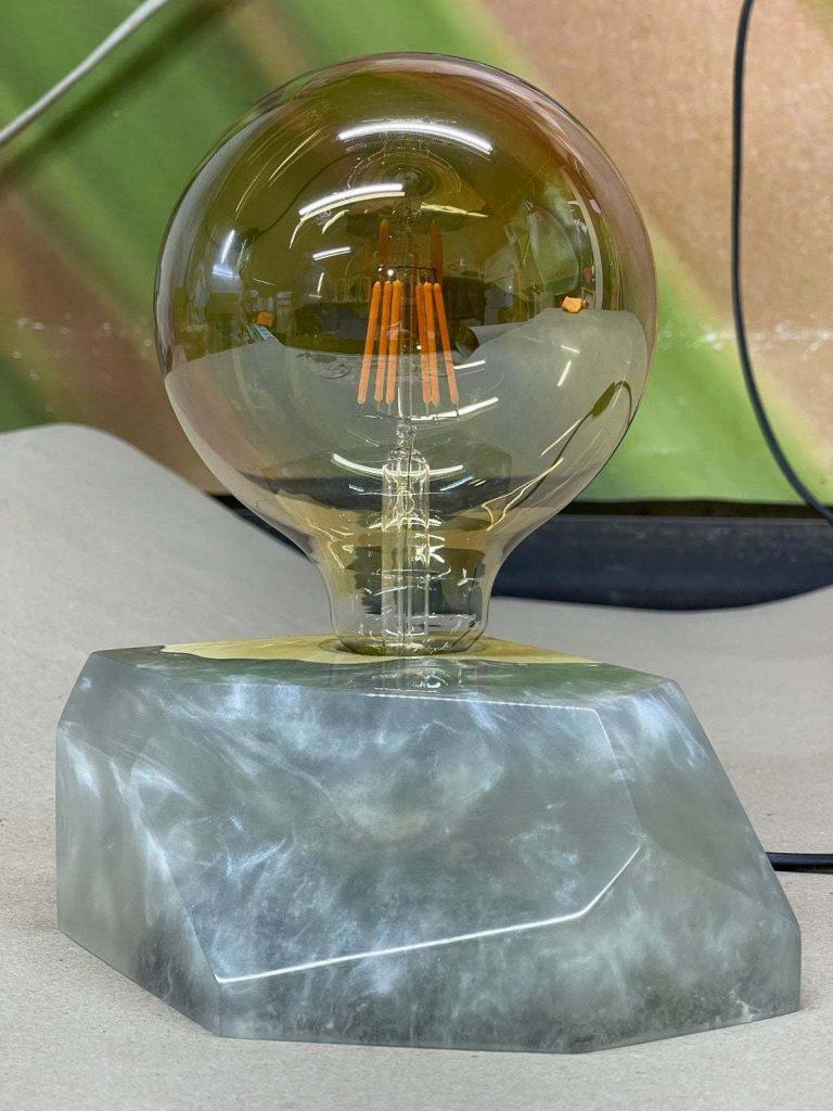 Лампа из дерева и эпоксидки