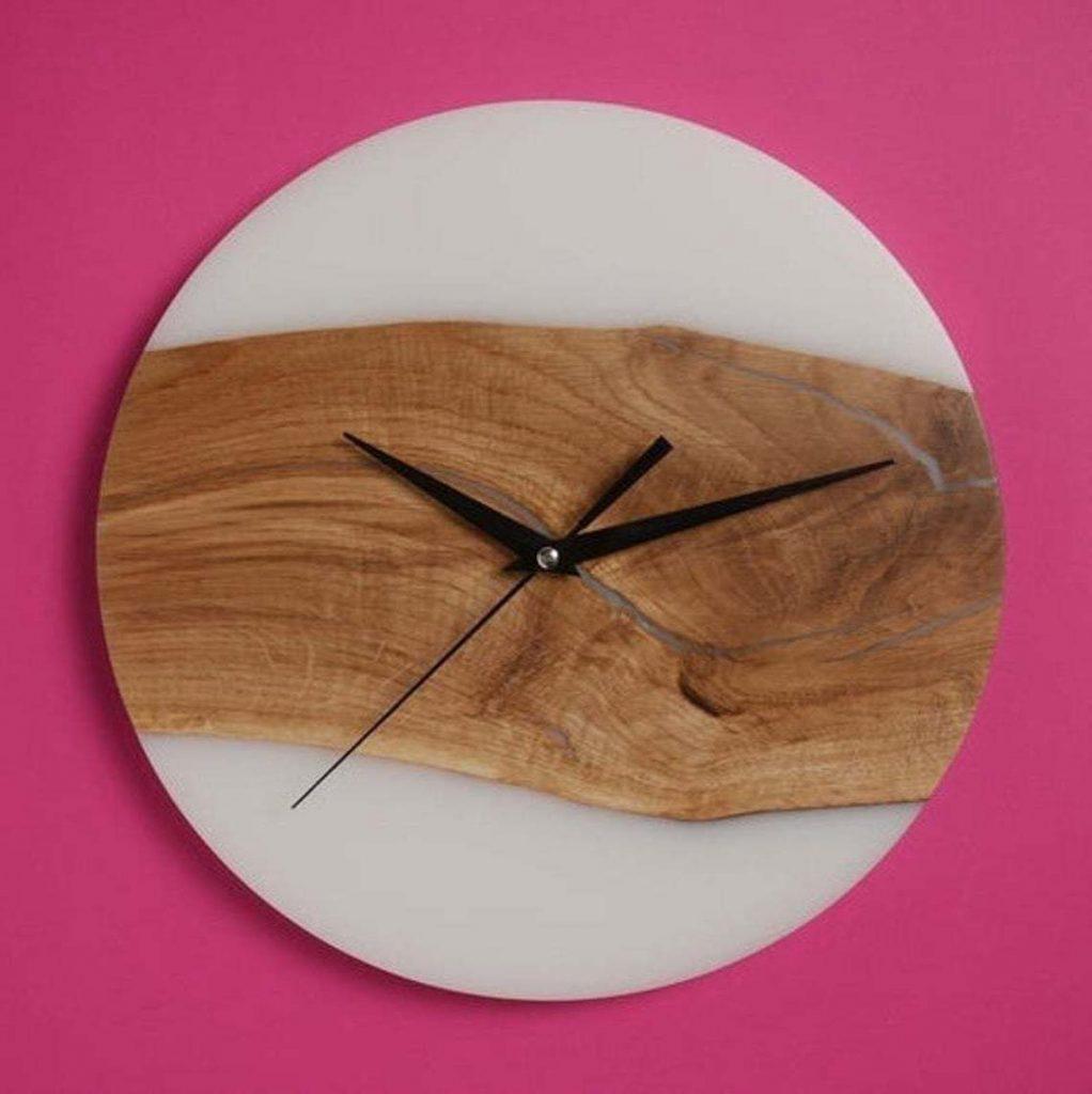 Часы из эпоксидки с белой заливкой