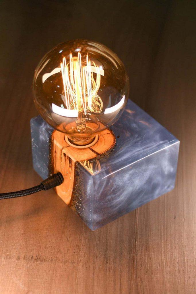 Уникальный светильник из эпоксидной смолы