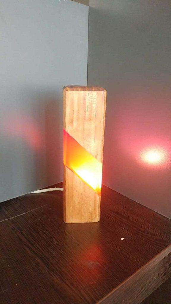 Светильник из дерева и эпоксидки