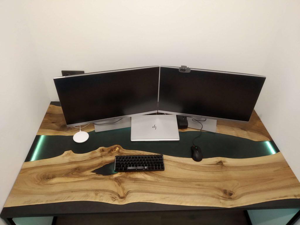 Стол река из эпоксидки для работы за компютером