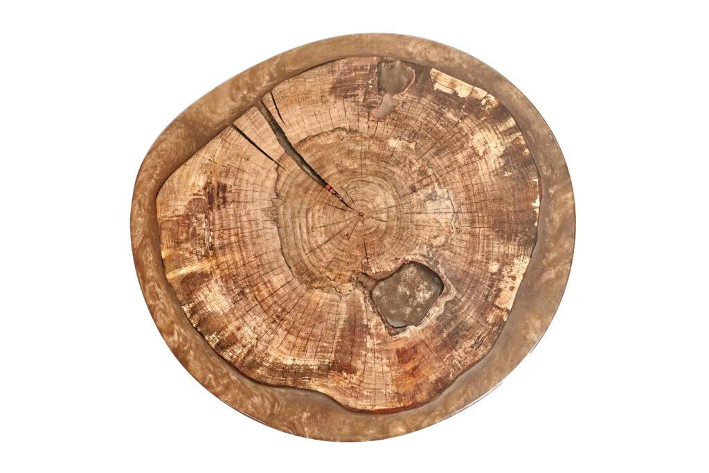 Круглый дизайнерский журнальный столик из эпоксидки и дерева