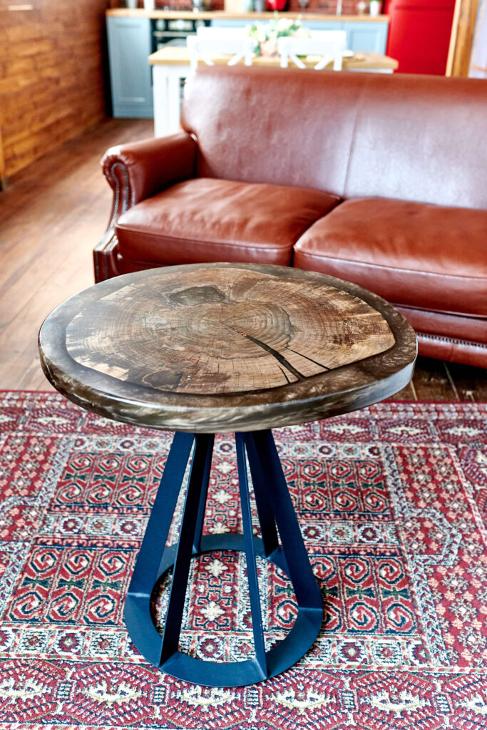 Журнальный столик из эпоксидки круглый
