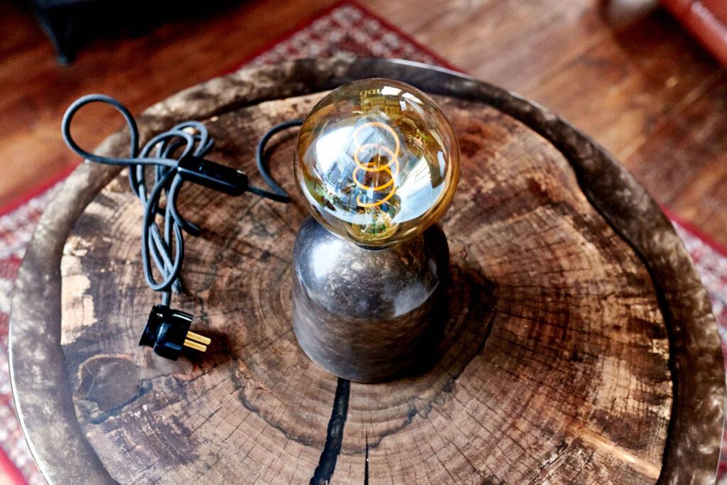 Уникальный светильник из эпоксидной смолы от Ace Wood