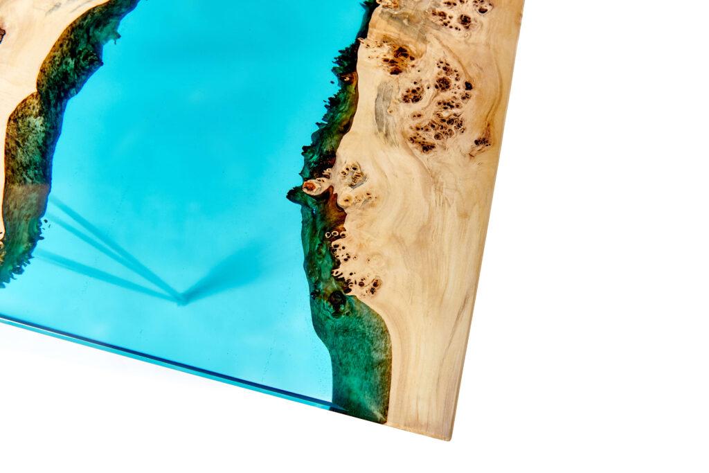 Уникальный стол-река из эпоксидки и дерева