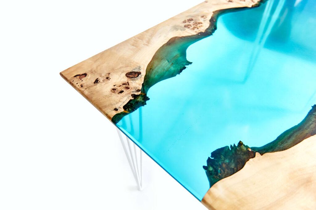 Экслюзивный стол-река из эпоксидки и дерева