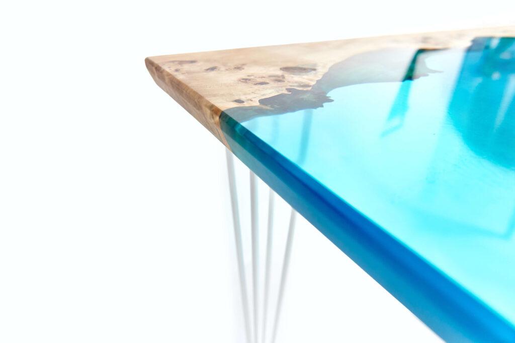 Дизайнерский стол-река из эпоксидки и дерева