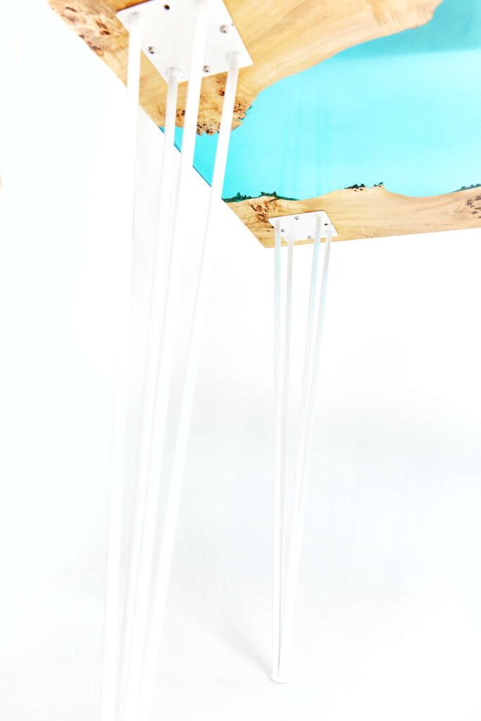 Экслюзивный стол-река из эпоксидной смолы