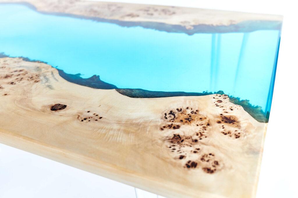 Экслюзивный стол-река из эпоксидной смолы и дерева