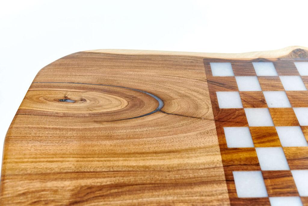 Журнальный стол из дерева и эпоксидной смолы от Ace Wood