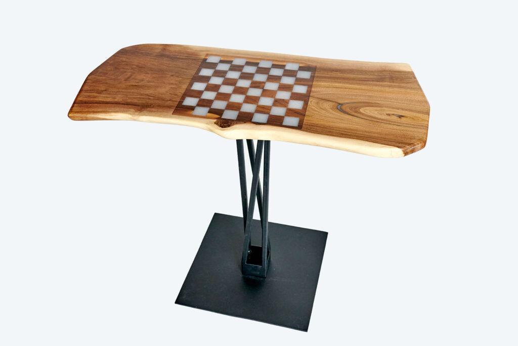 Журнальный столик из дерева и эпоксидной смолы от Ace Wood