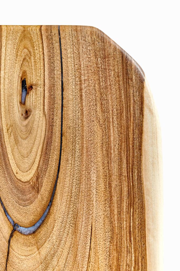 Уникальный журнальный стол из эпоксидки и дерева от Ace Wood