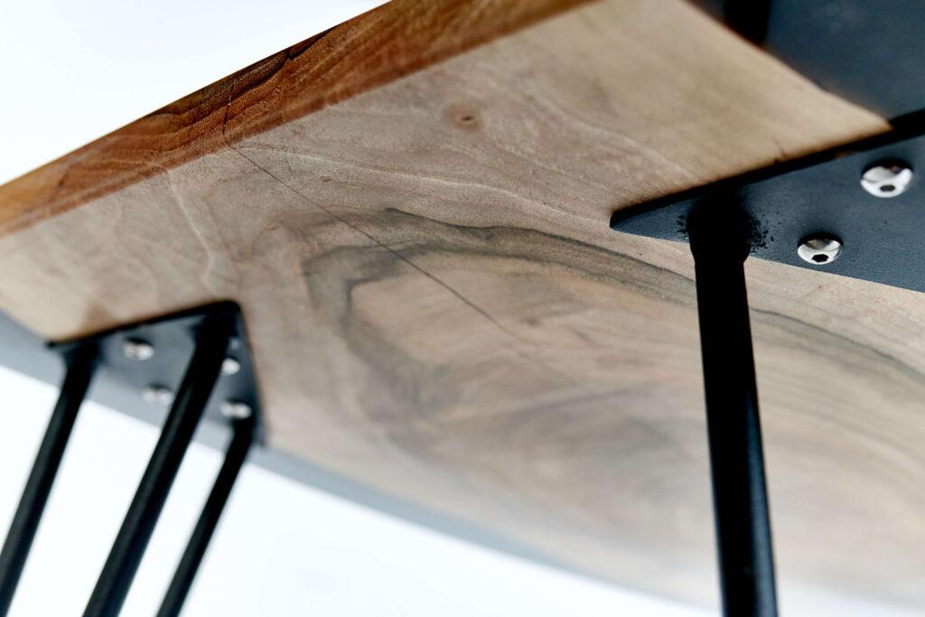 Дизайнерский кофейный столик в гостинную
