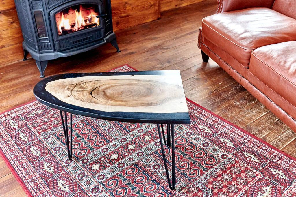 Дизайнерский кофейный стол в гостинную