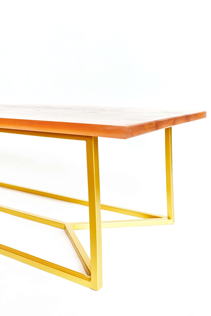 Дизайнерский журнальный стол из эпоксидки с узором