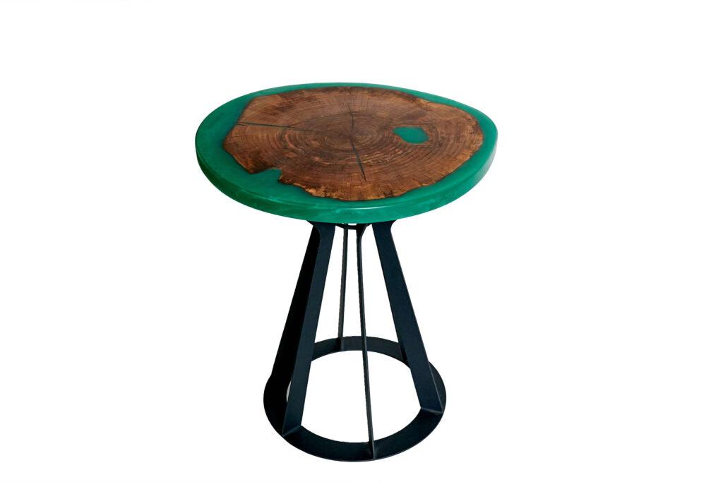 Журнальный столик из эпоксидки с зеленой заливкой