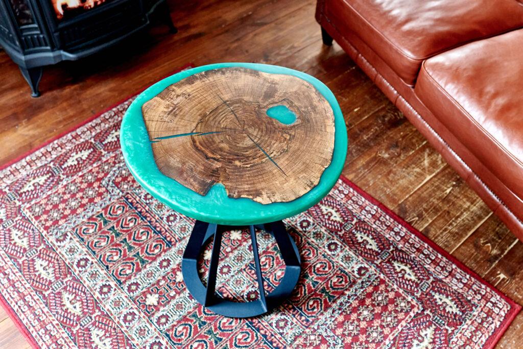 Зеленый журнальный столик из эпоксидной смолы