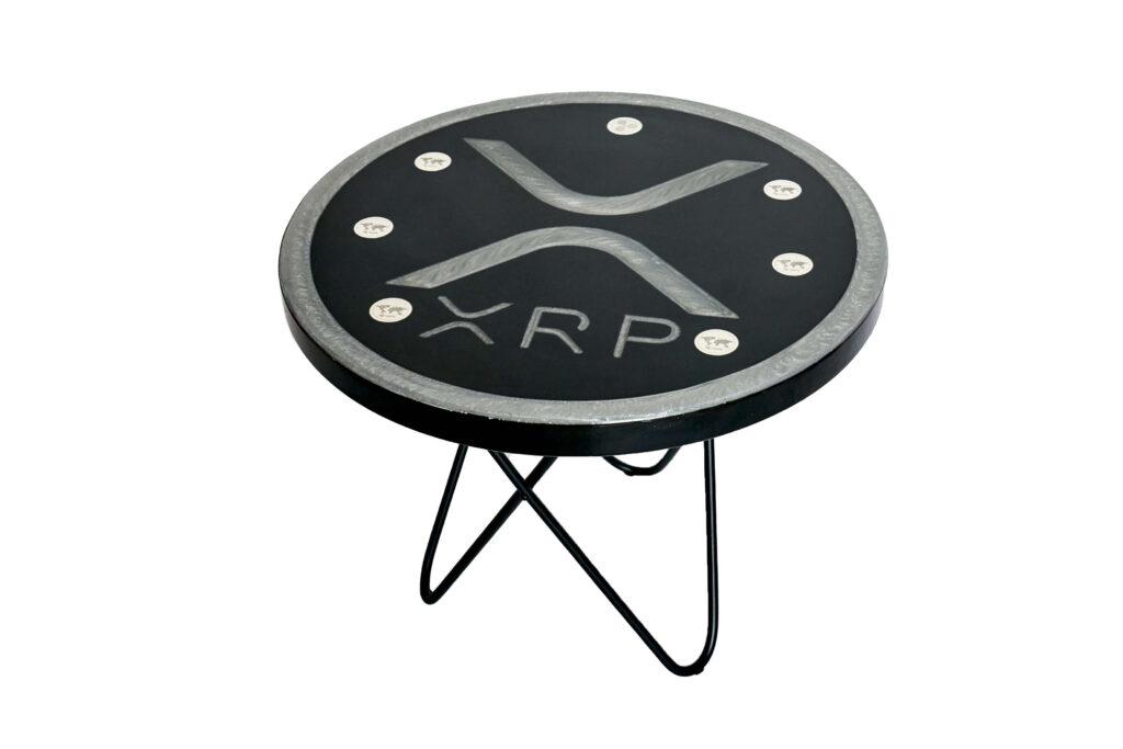 Дизайнерский журнальный столик из эпоксидки под заказ
