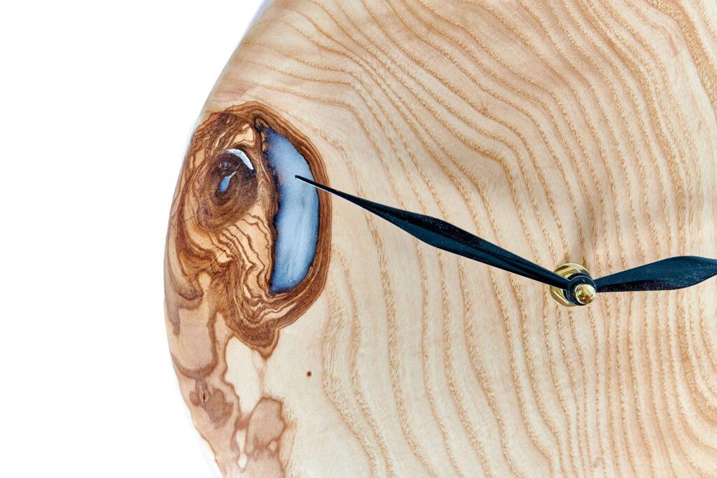 Дизайнерские часы из эпоксидки от Ace Wood