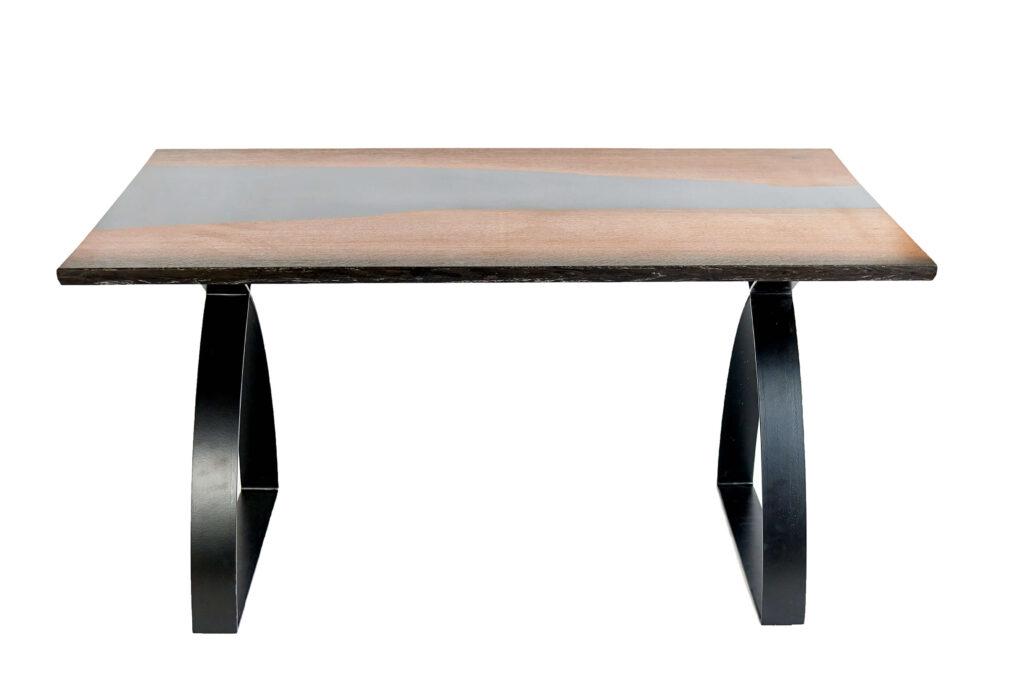 Дубовый стол из эпоксидки