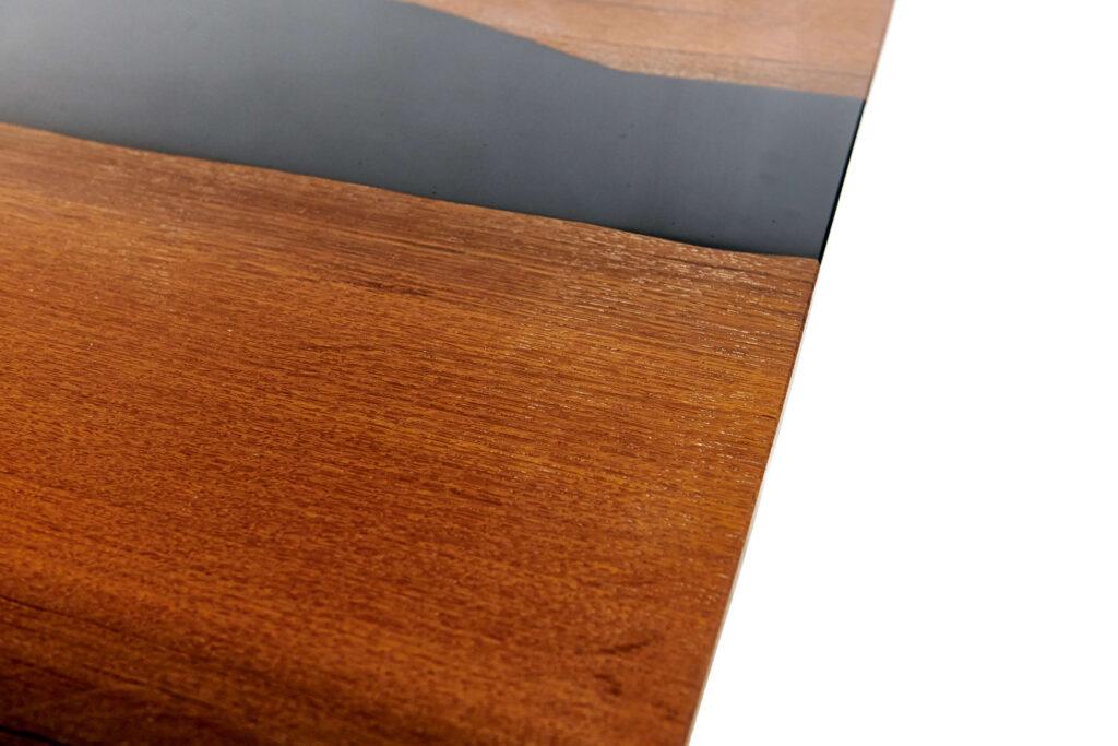 Дизайнерский дубовый стол из эпоксидки